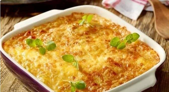 Запіканка зі свинини і картоплі під сирною скоринкою - швидка і смачна вечеря