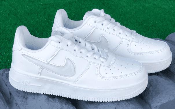 Розповім, що я роблю, щоб білі кросівки залишалися білими