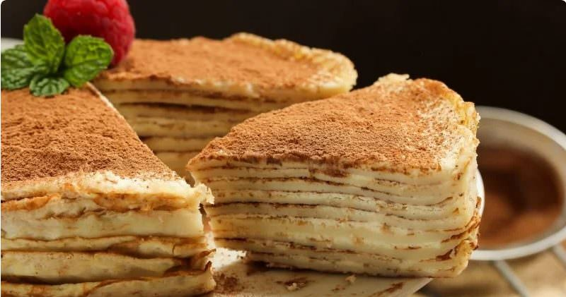 """Святковий рецепт: дуже смачний і красивий млинцевий торт """"Тірамісу"""""""