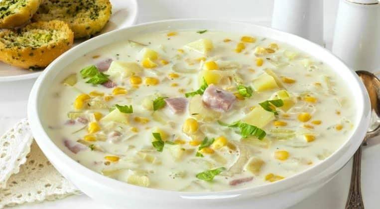 Незвичайний рецепт: вершковий суп з беконом і кукурудзою